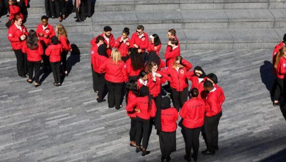 Groups of volunteer mentors in circles